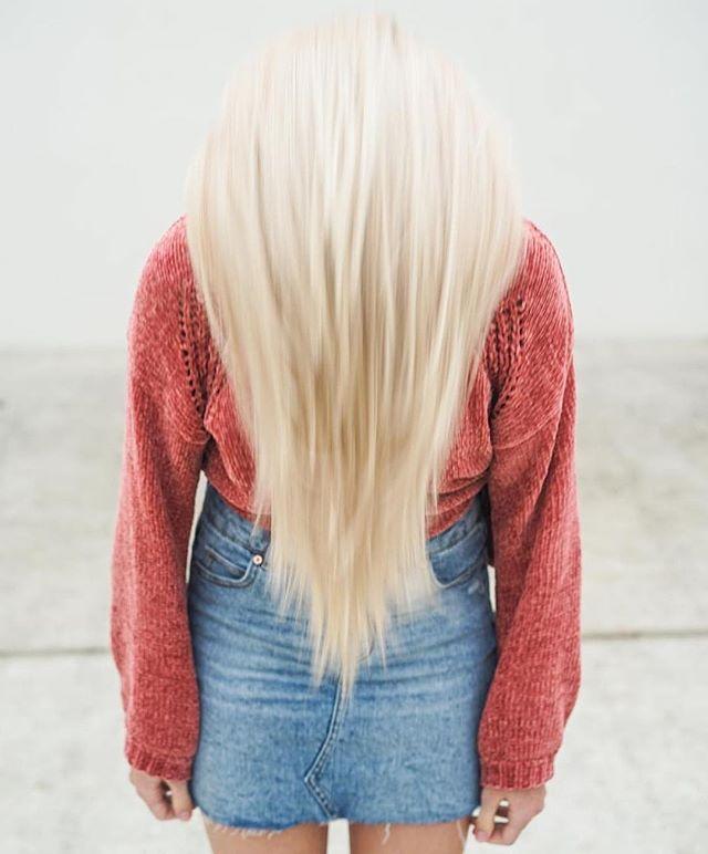 Bright, beautiful blonde☀️ — lift + tone by Faith! Call 407-682-7677 for scheduling! Stylist: Faith | @cook.faith . . . . . #altamontesprings #altamontehair #altamontehairstylist #altamontesalon #altamontehairsalon #salon #hair #esthetician #moriahbrandonsalon #orlando #orlandosalon #orlandohair #orlandonails #altamontenails #hairstyles #haircolor #haircut #hairstylist #hairdresser #moriahbrandons #behindthechair #modernsalon #hotonbeauty #instagood #instahair #hairgoals #hairinspo #blondehair #blonde