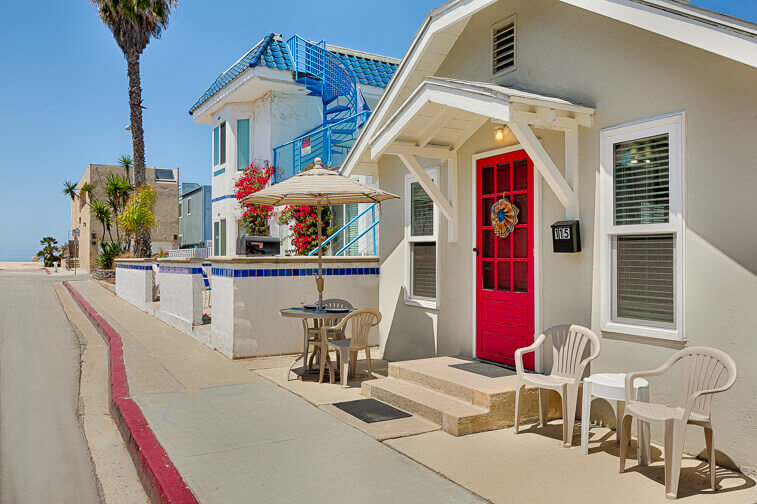Renting a vacation home in Southern California? Rent name-brand cribs, high chairs, pack-n-plays, baby gates and more!