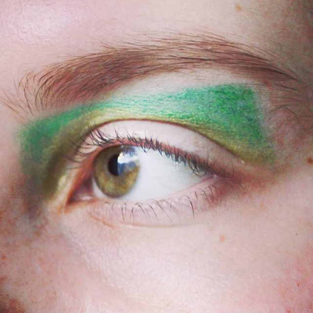 Green.  I have so many colourful eyeliners that I never pull out and use.  #makeup #makeuplook #eyeliner #green #finishednotperfect #hoodedeyes #wideeyes #beauty #beautyblogger #beautyblog