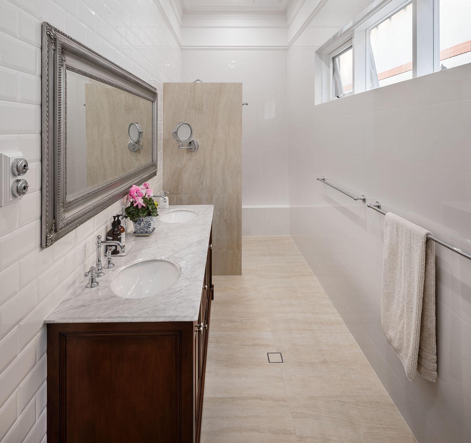 clive_bathroom_01.jpg