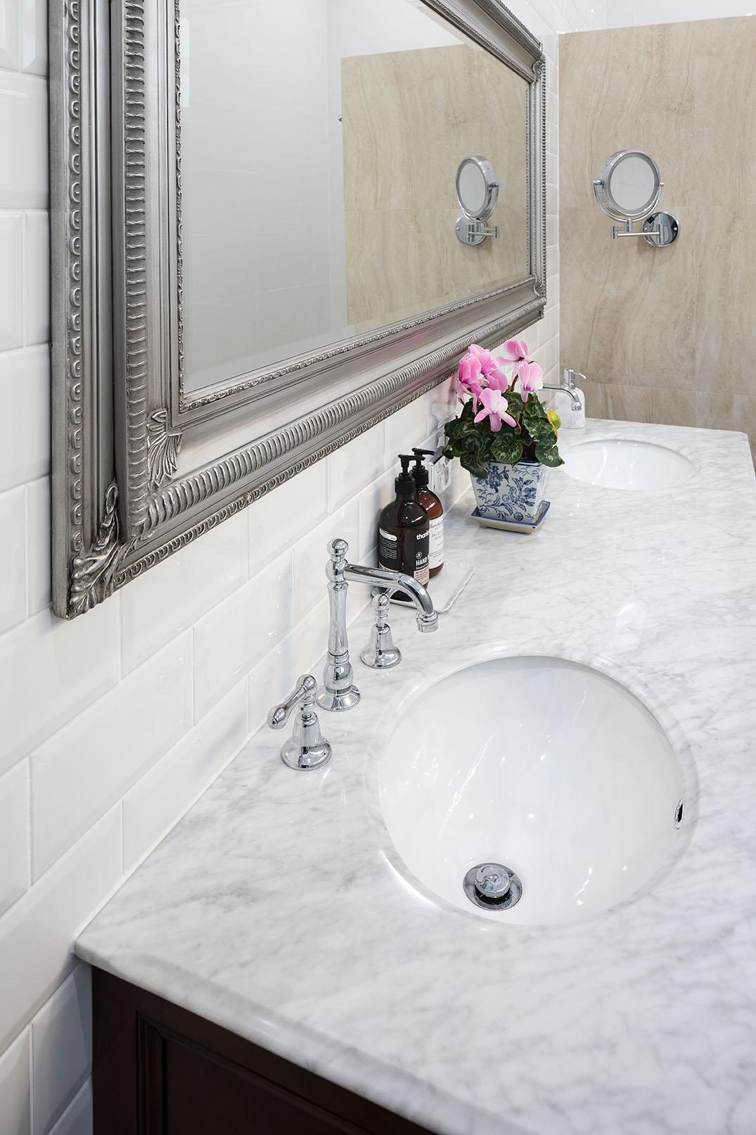 clive_bathroom_02.jpg