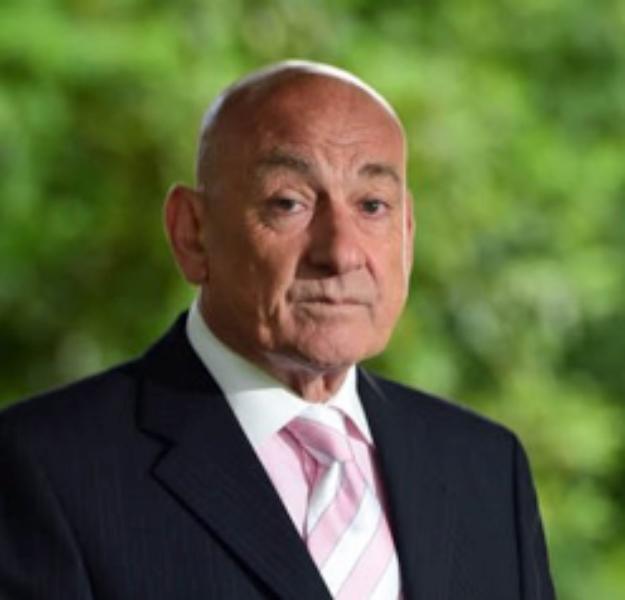 ديفيد سويندل (مستشار ومراجع مستقل، خبير الجريمة واستشاري الضحايا) -