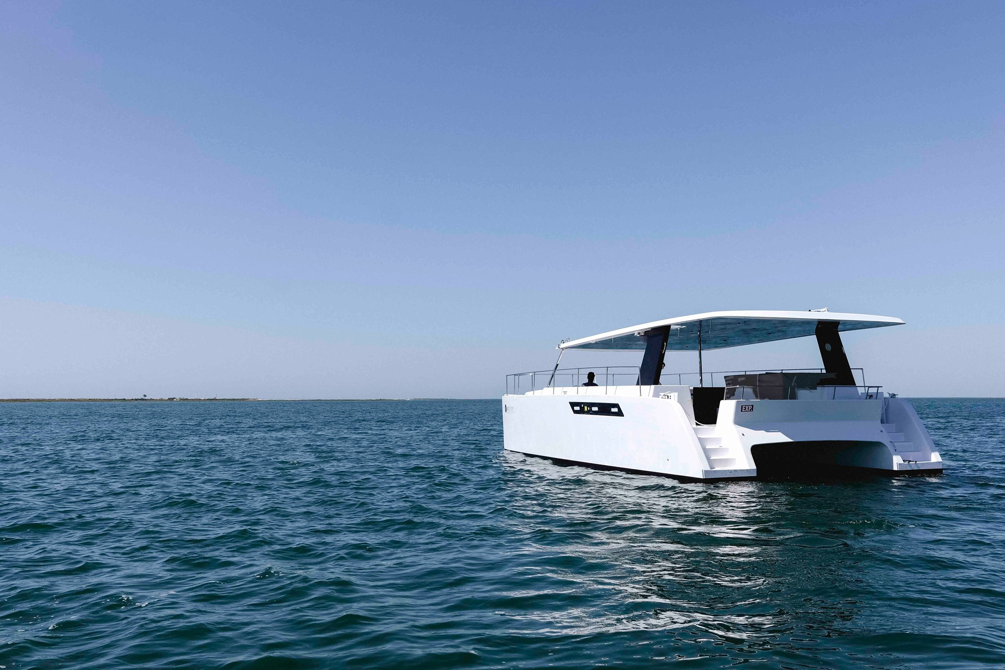 sun-concept-CAT12-catamaran-electrico.jpg
