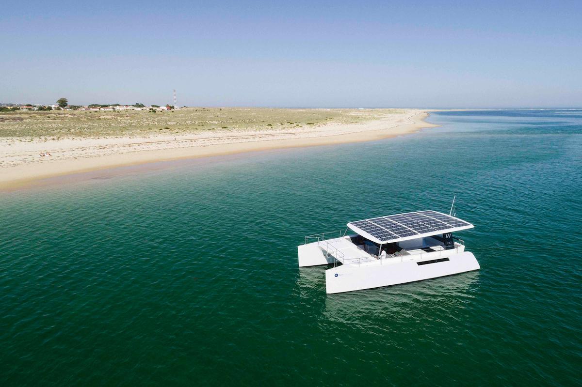sun-concept-CAT12-electric-catamaran.jpg