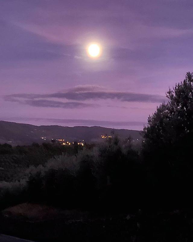 Moonstruck over Greve in Chianti #likeabigpizzapie #thatsamore #deanmartin #moonstruck #tiamoitalia