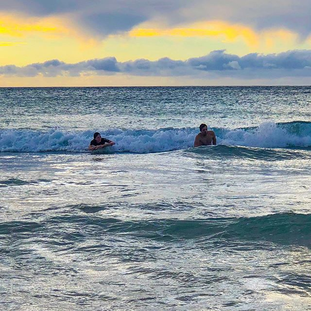 Catching some sunset waves 🤙🏻   Bodyboarding is a water sport in which the surfer rides a bodyboard on the crest, face, and curl of a wave carrying the surfer towards the shore 🏄🏻♂️  Hawaii is an awesome spot to bodyboard 🌊 it's one of our favorite activities whenever we visit the islands!   What's your favorite thing to do on tropical vacations? 😎 . . . . . . #travel #travels #traveling #wanderlust #hawaii #surf #surfing #ocean #tropical #paradise #island #adventure #adventuretime #instagram #instatravel #travelgram #pic #instapic #picoftheday #travelphotography #travelblogger #travelguide #sunset #sunday #sundayfunday #sun #summer
