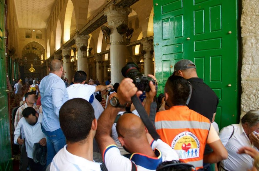 Doors reopen to Al-Aqsa mosque after Israeli Defense Forces exited the compound.| Photo by Rasha Abousalem