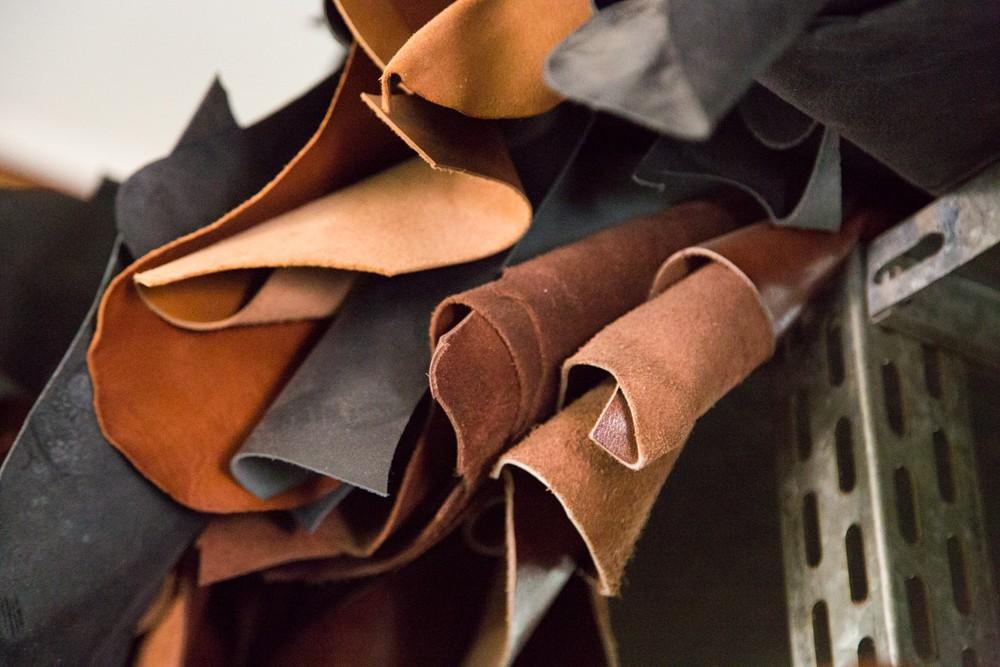Tous types de cuirs et tissus en stock option chez nos partennaires en Europe nous permettent avoir une excellente fléxibilité.