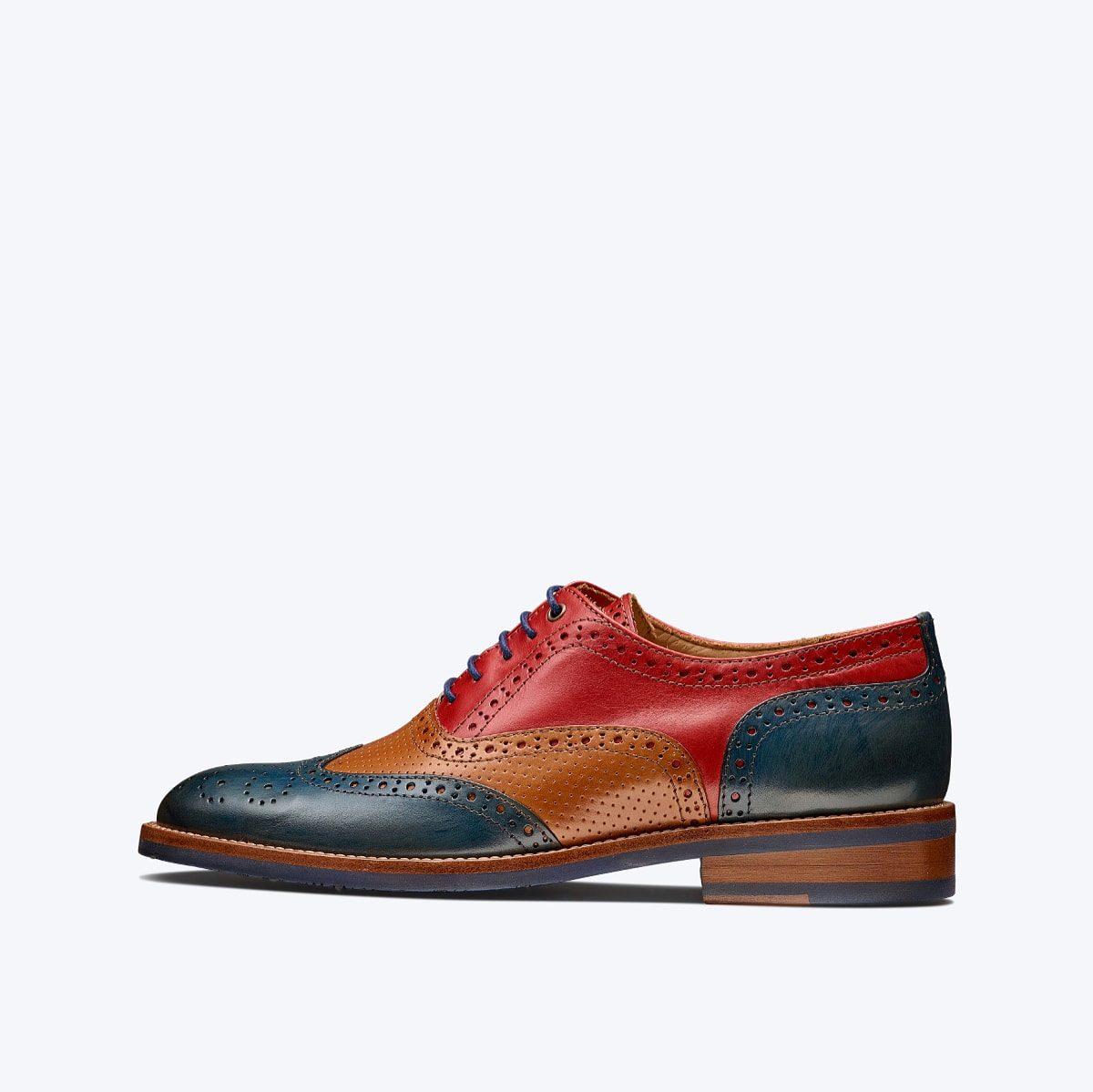 Cuir sans Chrome - Tout le cuir que nous utilisons pour nos chaussures est du cuir soit espagnol soit italien. Il est traité avec une teinture végétal au lieu de la chimique traditionnel qui contient du chrome.Vous pouvez lire plus sur notre procesus sur notre blog ici