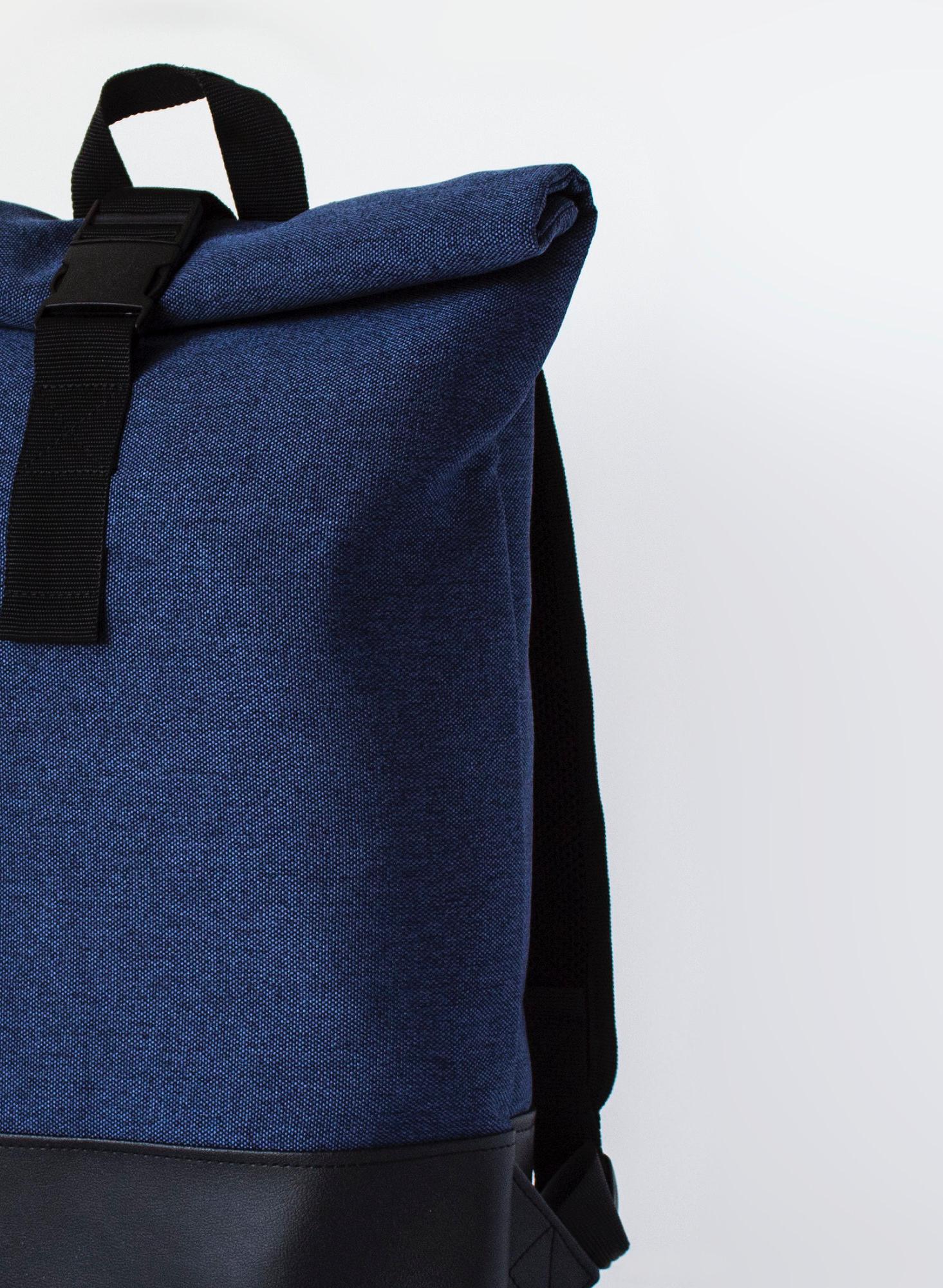 Polyester recyclé - Le polyester recyclé est fabriqué à partir de matériaux recyclés (tissus PET et polyester). En choisissant du polyester recyclé, nous sommes en mesure de fournir les mêmes performances techniques que les matières habituelles tout en ayant une empreinte carbone plus responsable.Provenance: Espagne