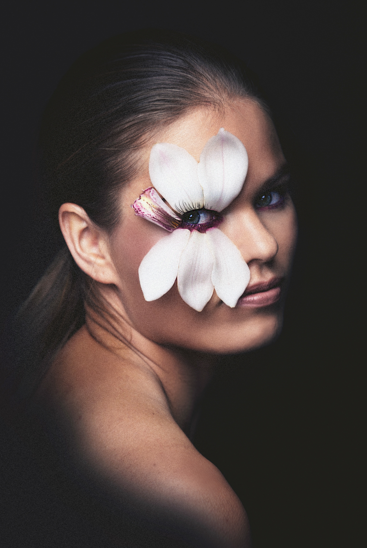 Melissa Nickerson Photography-Jean-Flower-01-White-Orchid-One-Eye.jpg