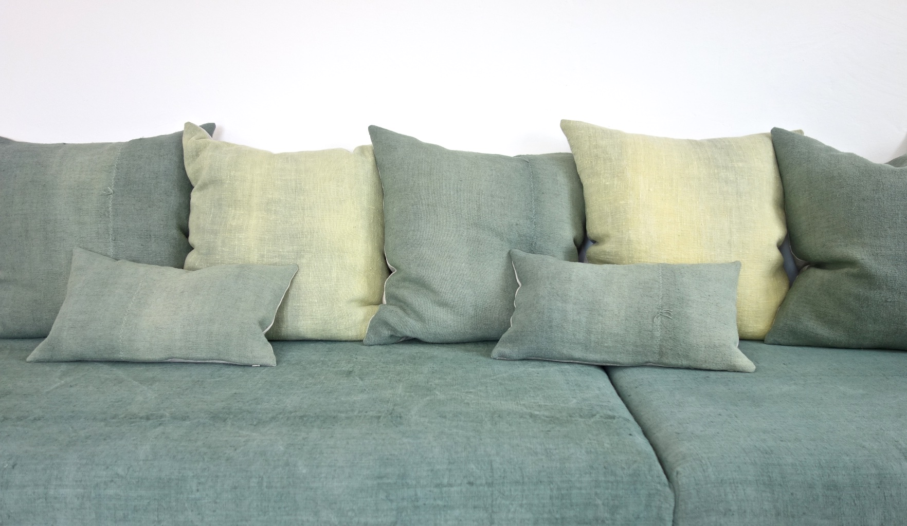 espanyolet_couch_vintage_linen_corner_green4.jpg