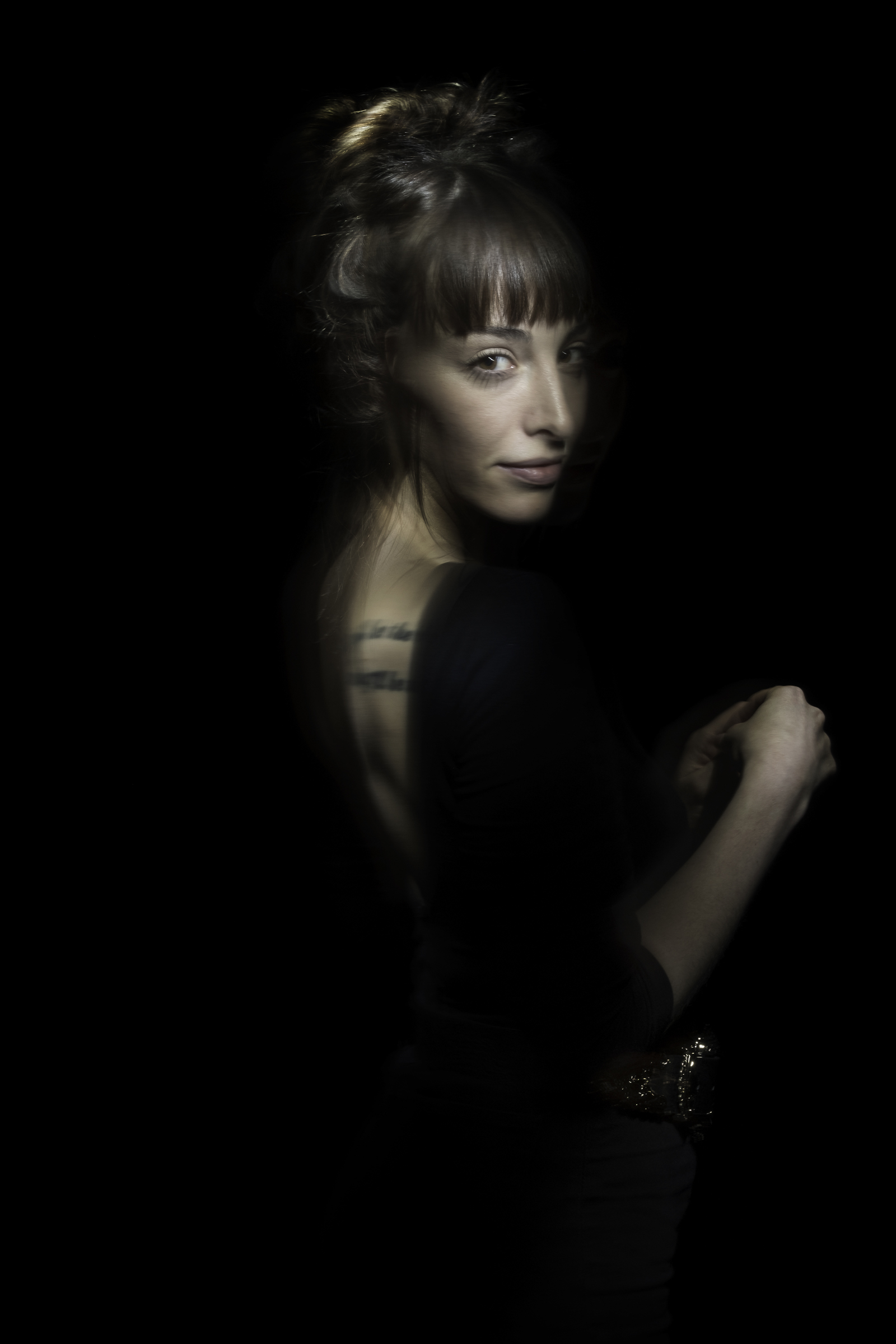 Lightpainting_photography_portraits_by_CatalinAnastase_6.jpg