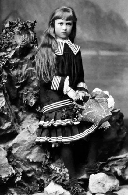 Shura Domontovich (Kollontai as a child)