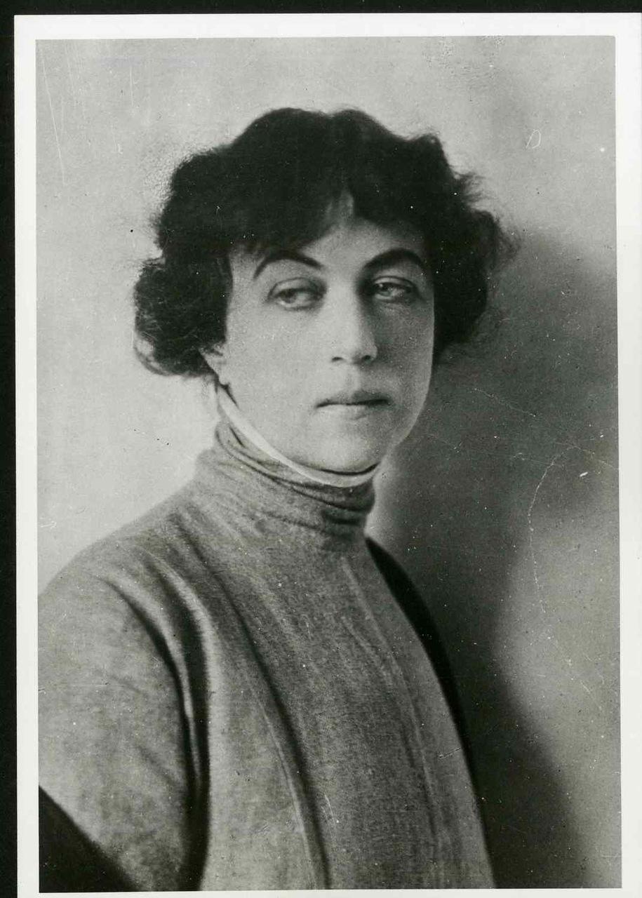 kollontai turtleneck dress 1917.jpg