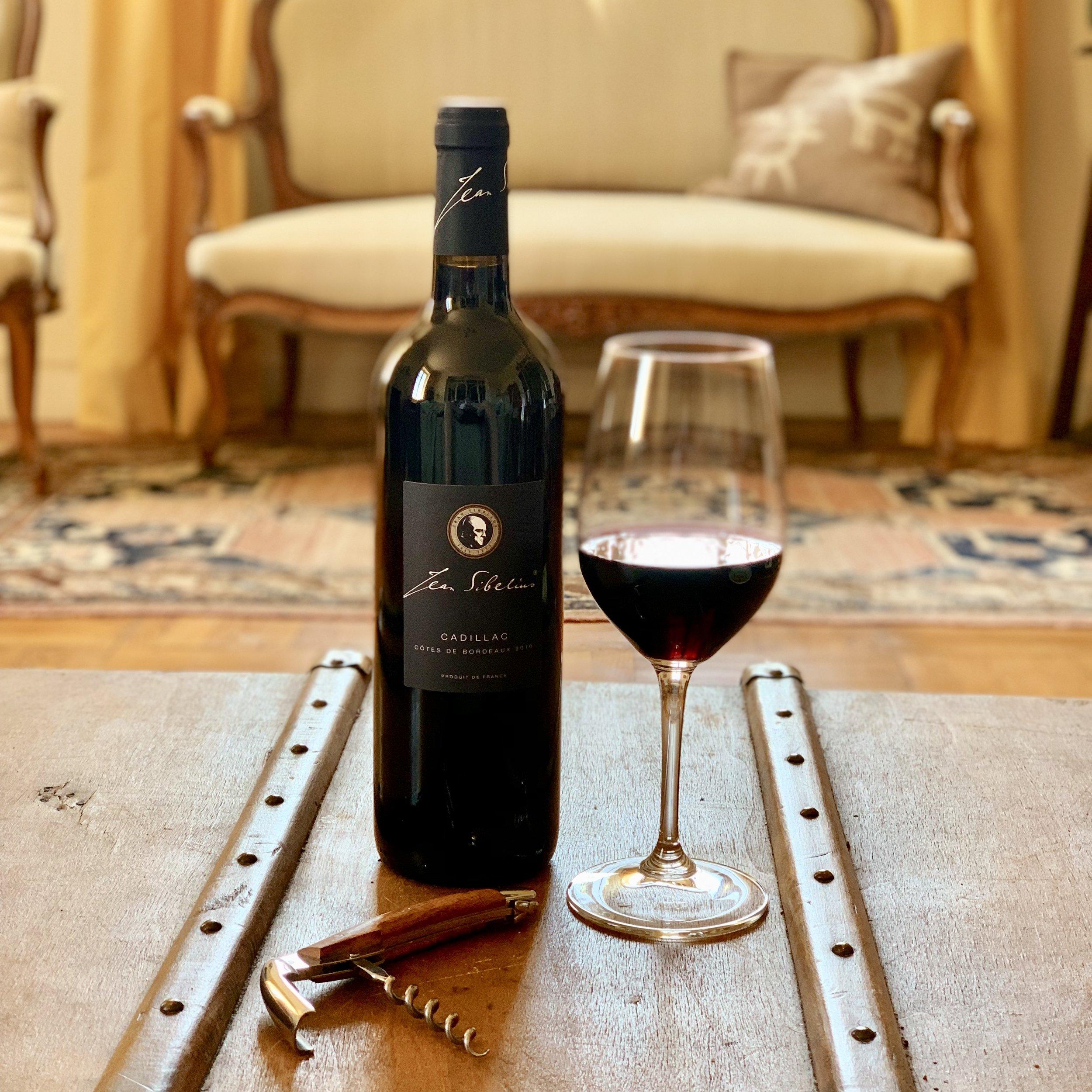 Viinit - Sibeliusviinejä on kolme; kuiva valkoviini ja mehevä punaviini Bordeaux'sta, sekä samppanja Dormansin kylästä Champagnesta.