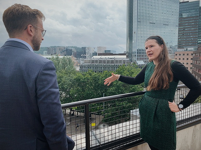 Our Founder Maja Adriaensen walks the Norwegian Minister of Digitalization Nikolai Astrup around the Campus. Here from the roof terrasse overlooking Oslo Bjørvika.