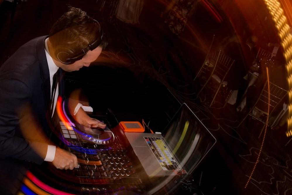 DJs & MCs -