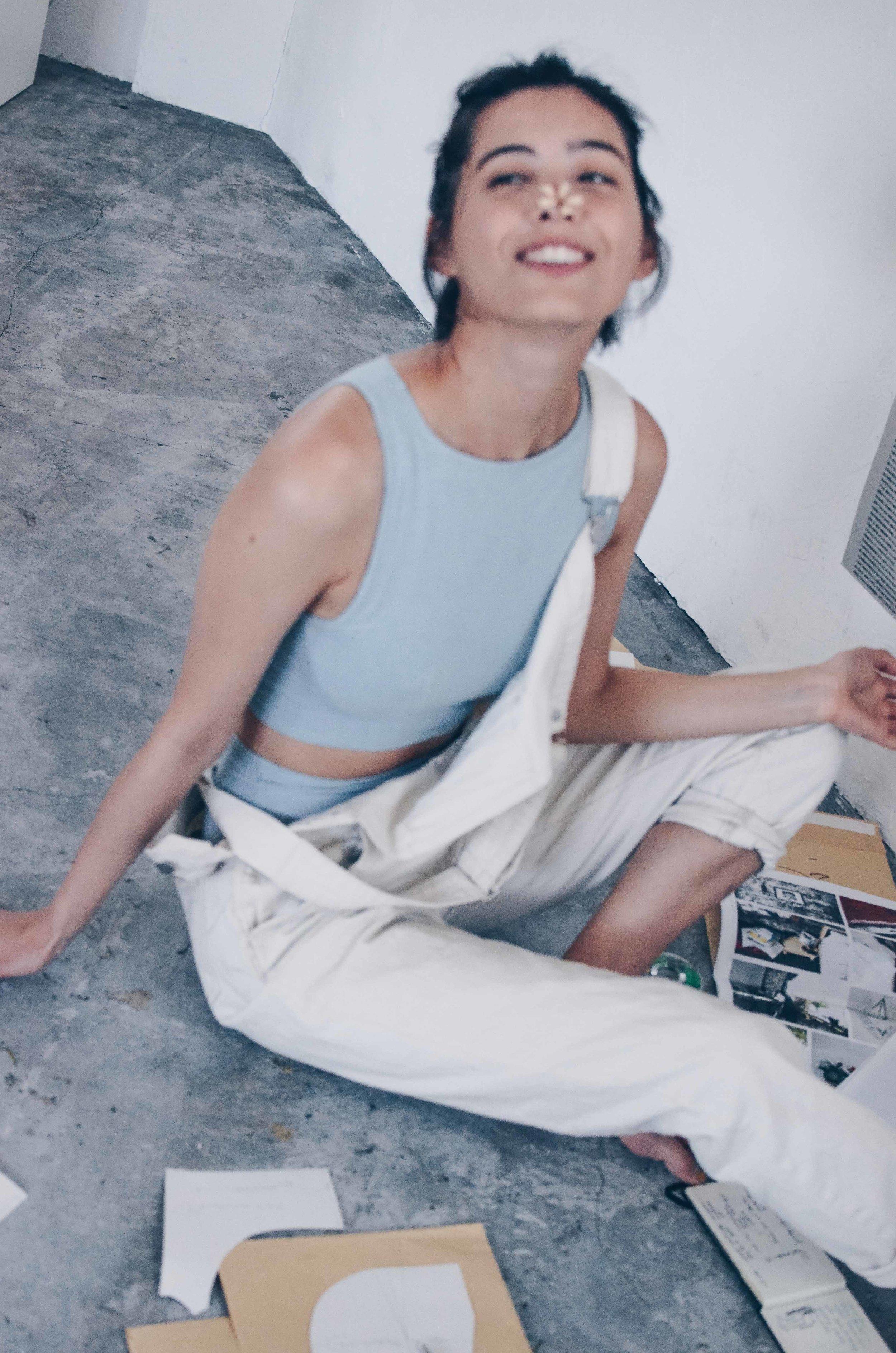 About the Designer - Naomi Sundberg (サンドバーグ直美)1989年生まれ、東京育ちのアメリカと日本のハーフ。 NYパーソンズ、コミュニケーションデザイン学部を卒業。現在ファションモデル、アートディレクターなど多岐に渡り活躍中。1989年生まれ、東京育ちのアメリカと日本のハーフ。 NYパーソンズ、コミュニケーションデザイン学部を卒業。現在ファションモデル、アートディレクターなど多岐に渡り活躍中。