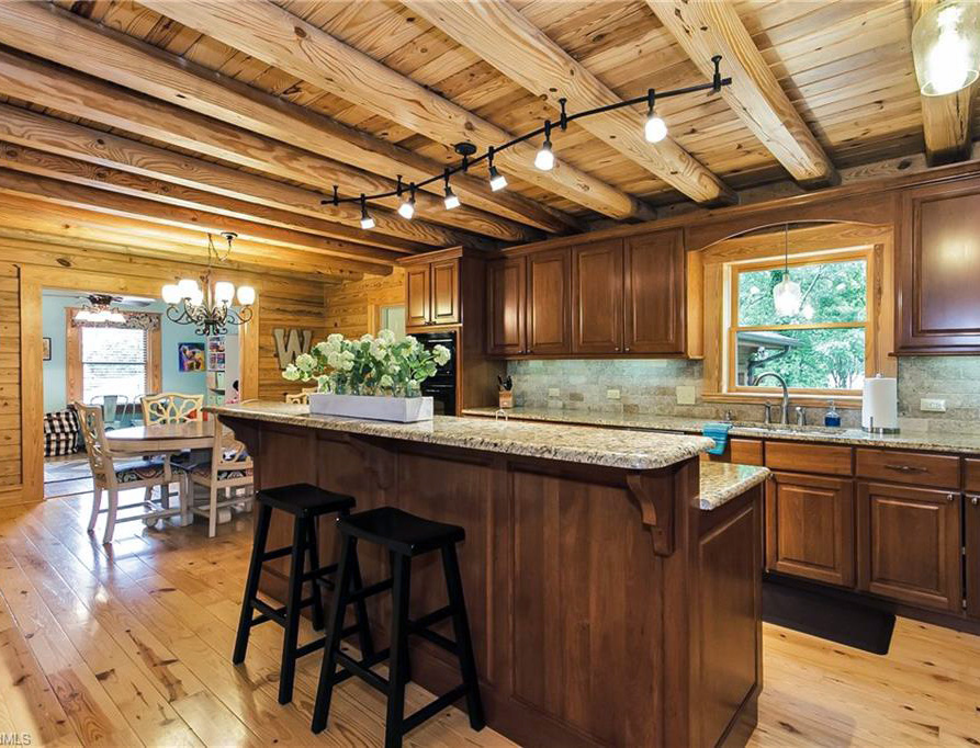 BEAUTY AND VARIETY - Heart Pine or Southern Yellow Pine. Prefinished or unfinished. Standard or hand-scraped. No matter what you choose, WrennWood® adds beauty to your home and enriches your lifestyle.