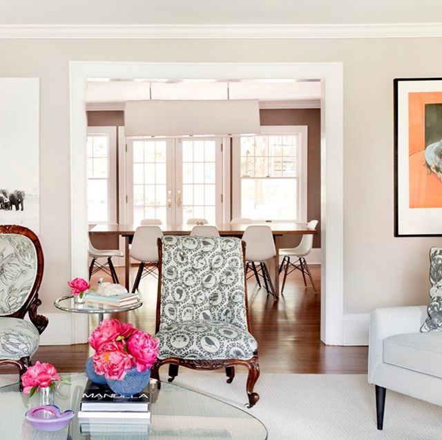 Before & After alert!! These two shots have many elements in common....can you spot which game-changing moves took these spaces from dark & heavy to bright & inviting? #beforeandafter #transformationtuesday #livingroom