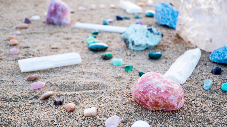 healing-crystals-get-stoned-crystals-made-easy-0618_horiz.jpg