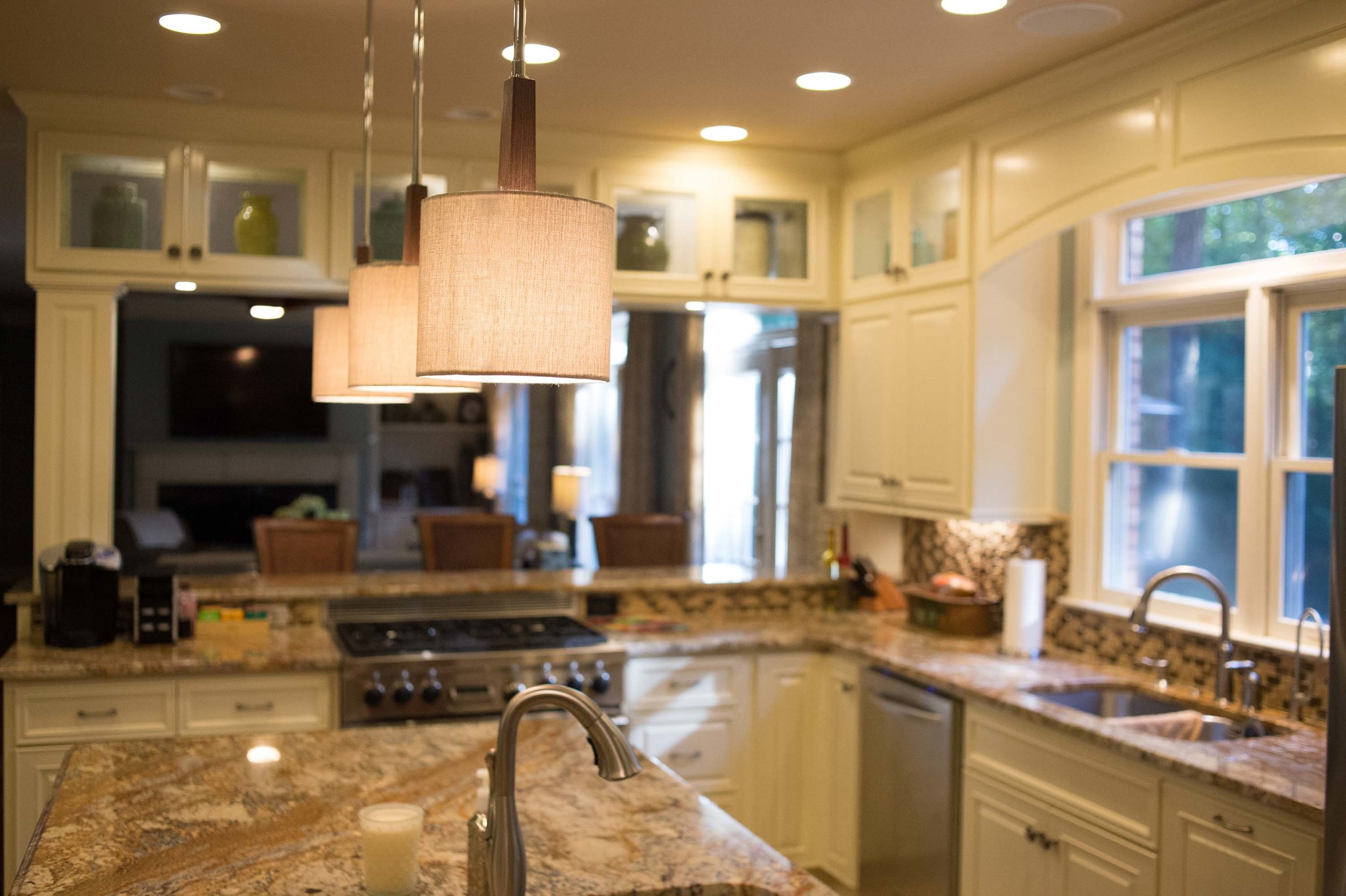 Kitchen with ceiling lamp and ceramic countertops