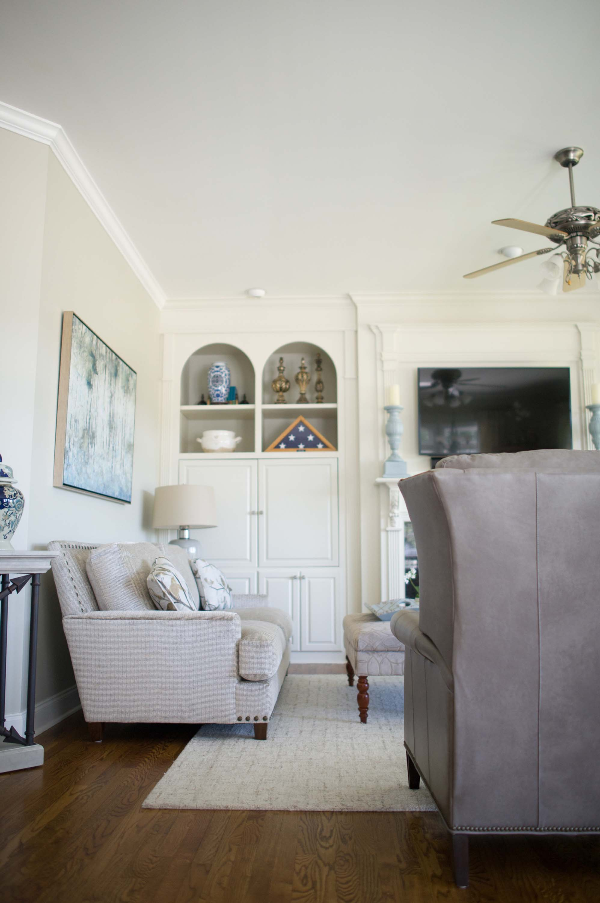 Living room with hardwood floor, sofa white wall and carpet