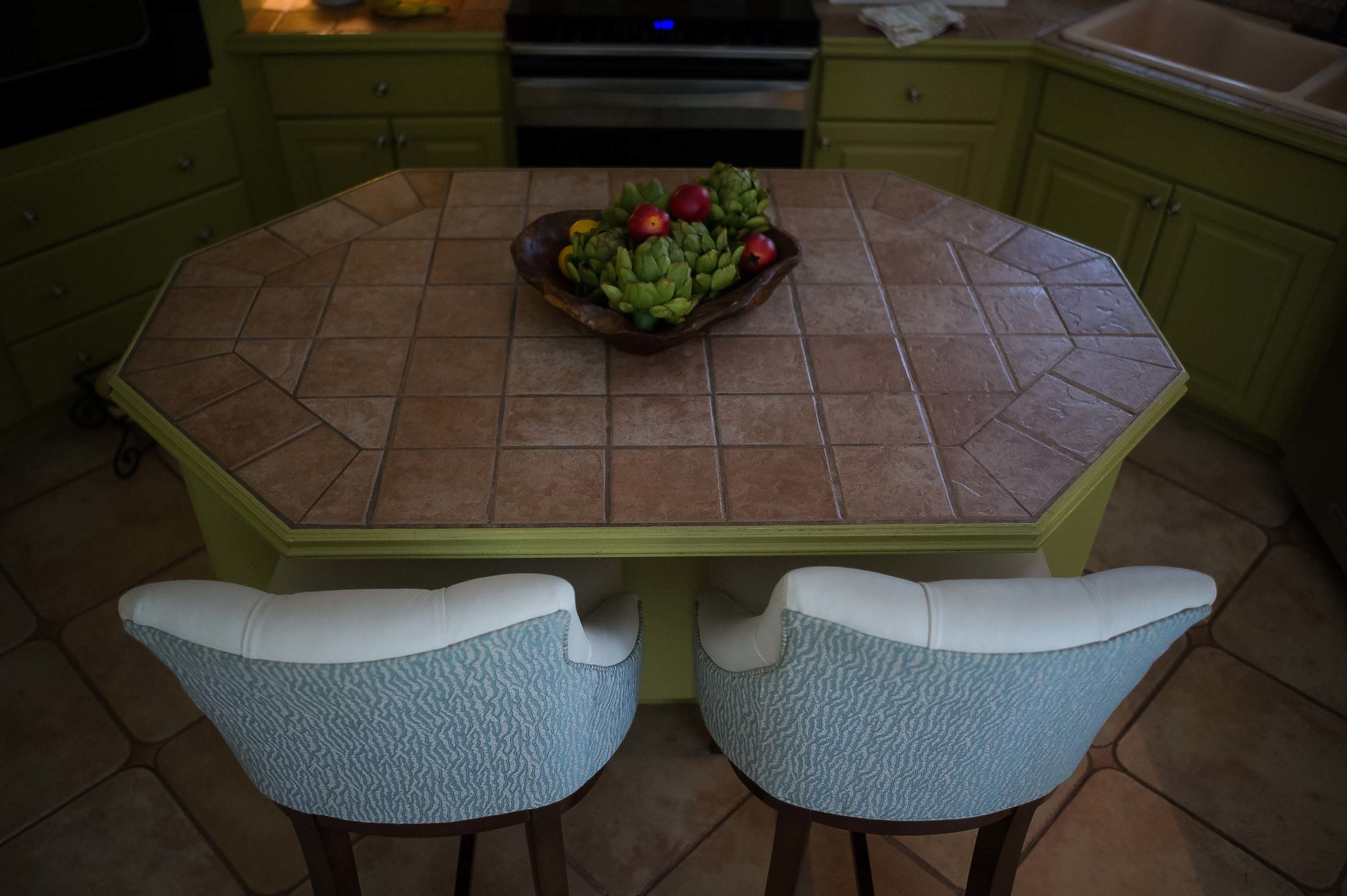 Kitchen with chairs and ceramic center island