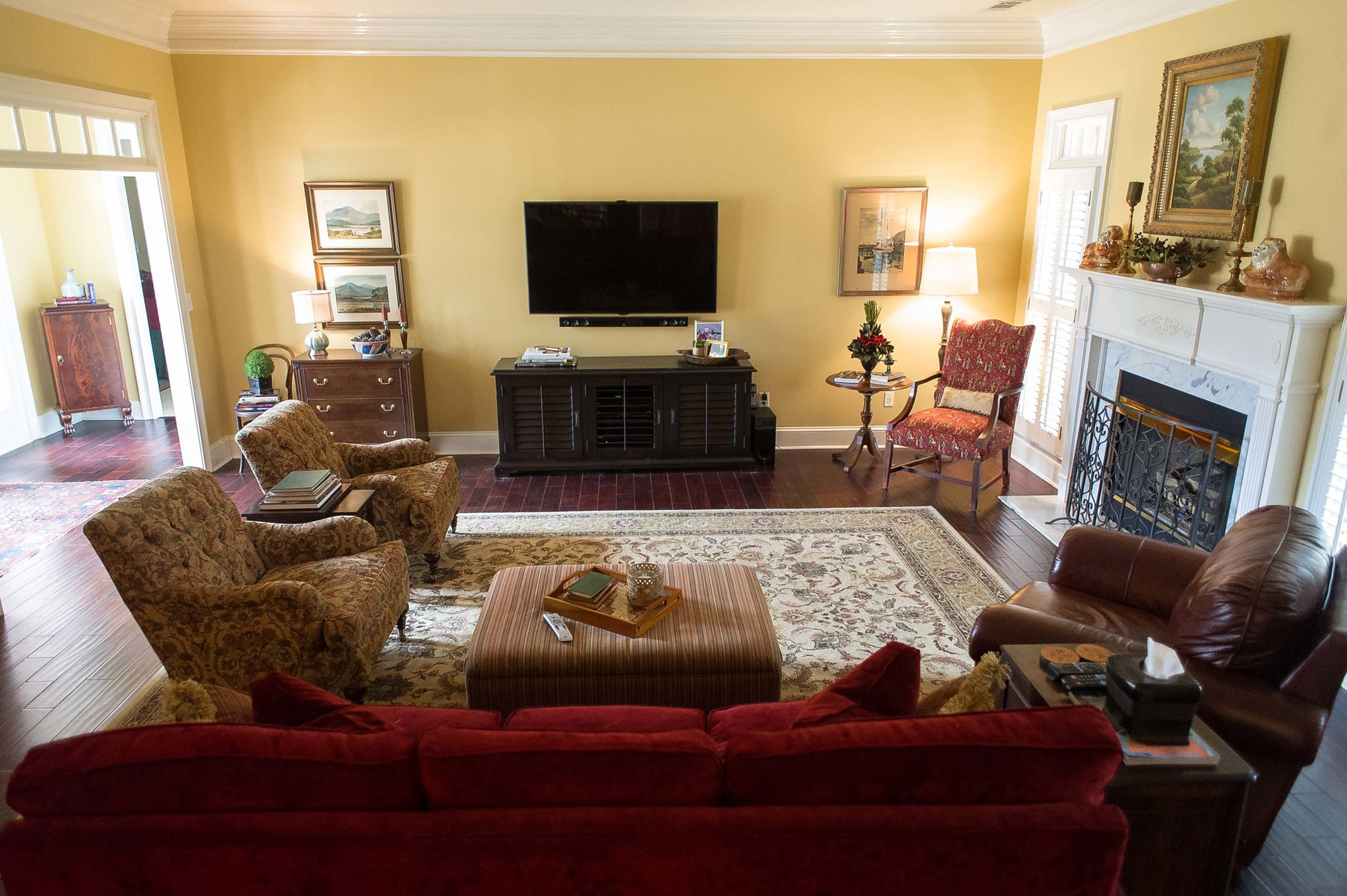 Large Living Room with Sofa, TV, Artwork & Large Area Rug