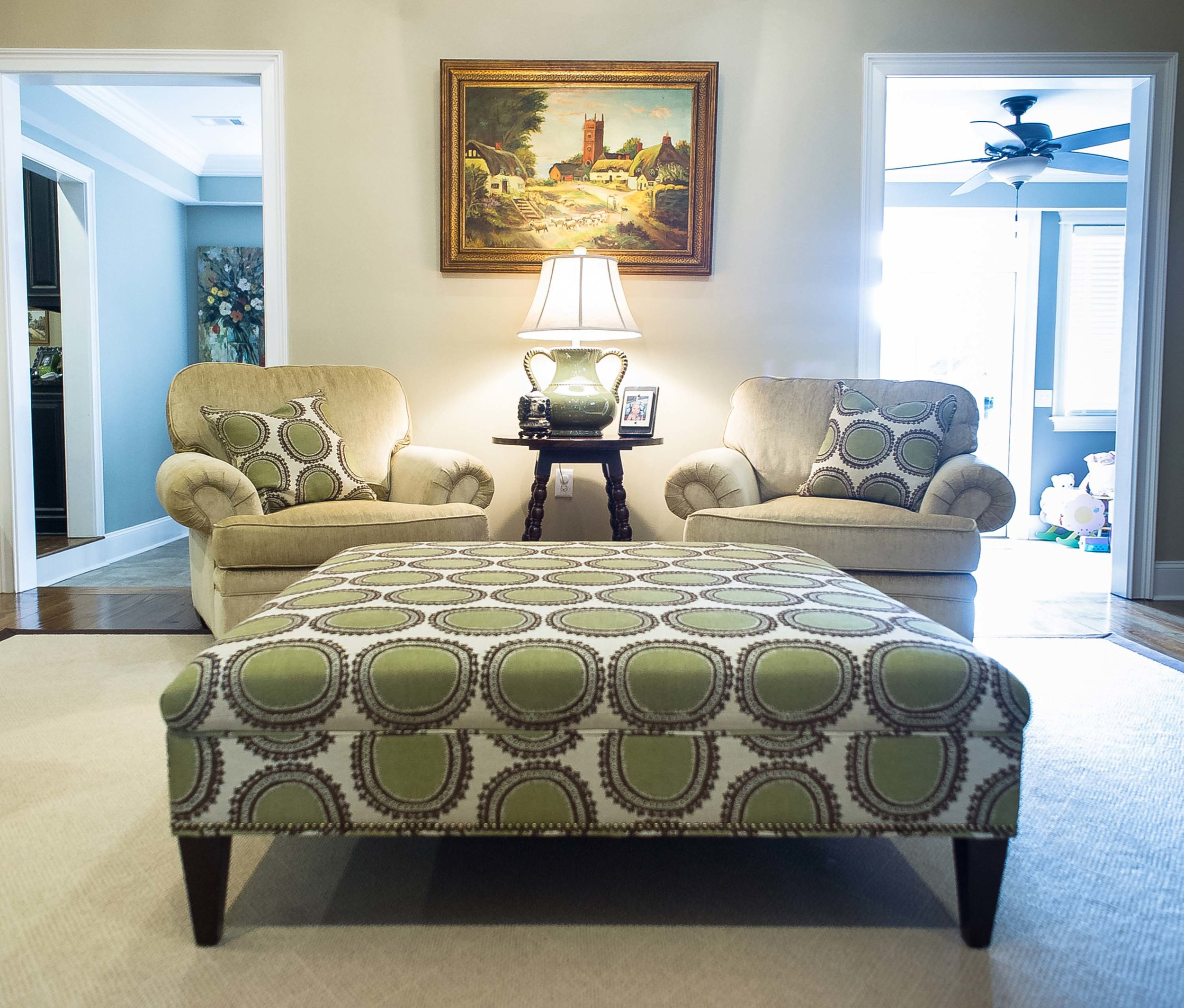 Printed ottoman with 2 Matching Chairs and Pillows