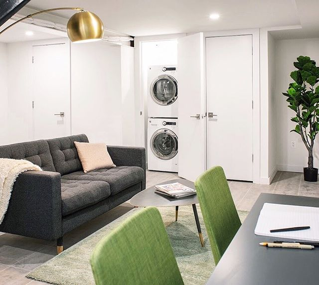 Craving more space? How about an in-unit washer dryer and extra lounge area? ✨  This #stoopapartment is curated for #digitalnomads and #studentlife.  _ For more #apartmentgoals on your terms, visit mystoop.com