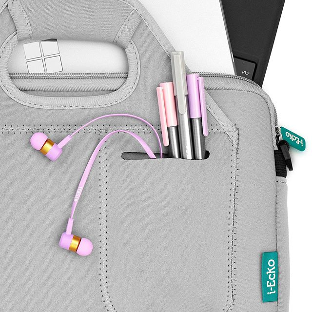 me.u Lavender Earphones, tangle free and perfect for on the go.