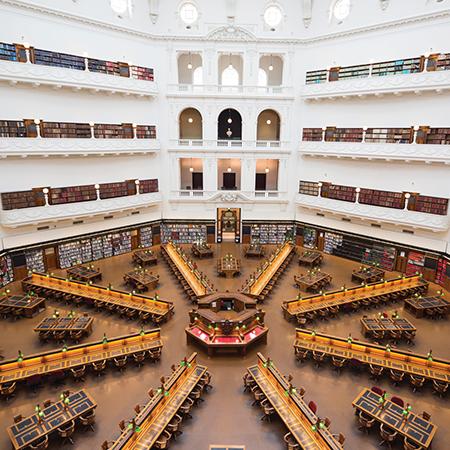 维多利亚州立图书馆 - 走路 7 分钟的路程
