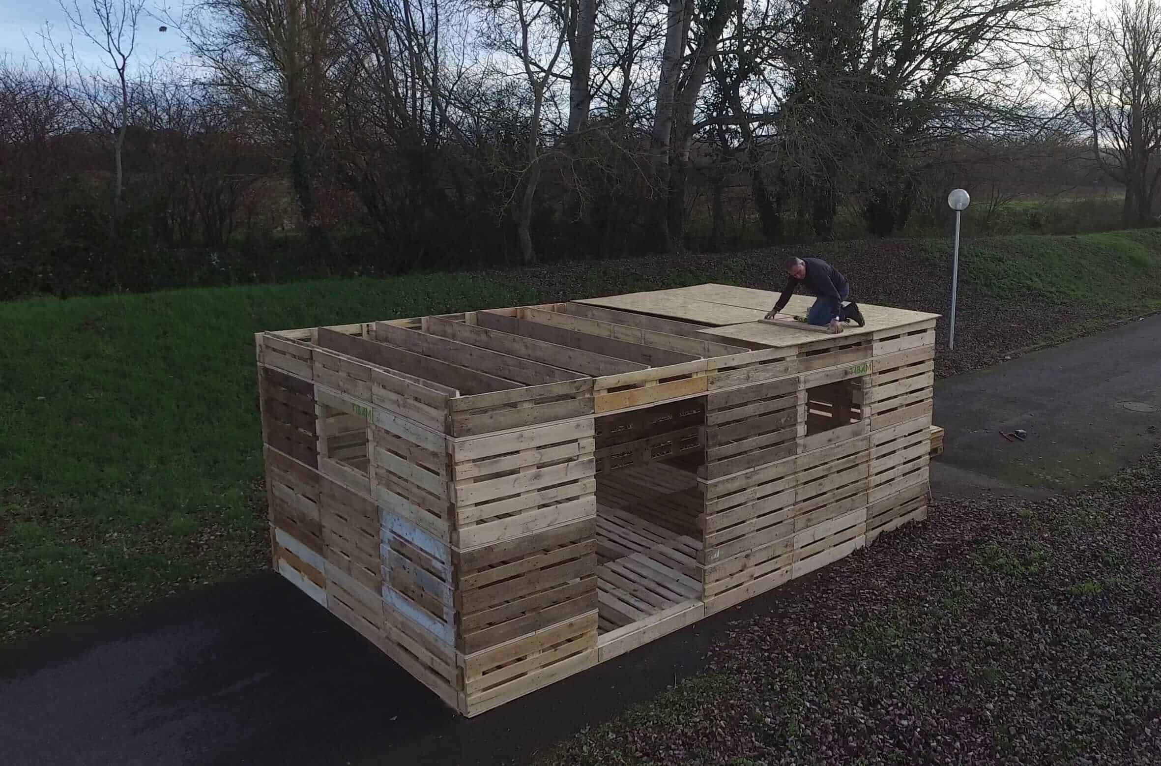 1001pallets.com-what-if-you-could-build-a-shelter-from-pallets-in-one-day.jpg