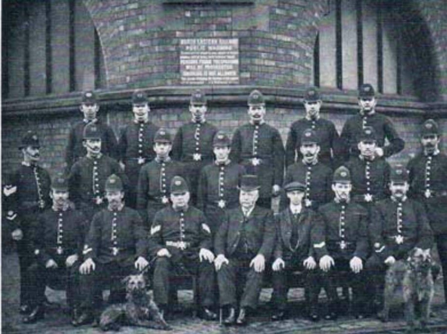 1910-1914: Success - The use of police dogs proved very successful in the North East England with numerous positive newspaper articles. Training took place at Hull Docks with dogs then being sent to police posts with their new handlers.