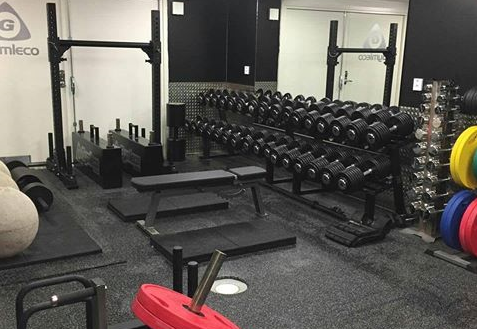 Fredrik Fällbacks home gym  Everybody trainers dream – a home gym of the highest quality. Fredrik has achieved this with Gymleco's equipment from head to toe. In addition to dumbbells, weight plates and basic equipment, this home gym also has Strongman equipment.