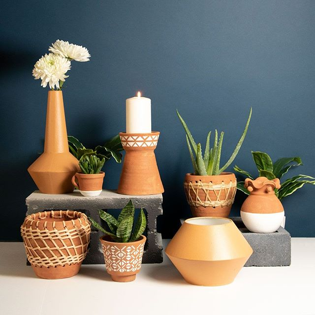 Are you loving the #terracotta trend as much at we are? Mix and match the formats, materials, textures and so much more with this #trending #tone; Even throw in some contrast with a complimentary blue (we love using navy)!⠀ ⠀ #ivystonesocial #wholesale #homedecor #homestyle #homeinspo #planters #fall