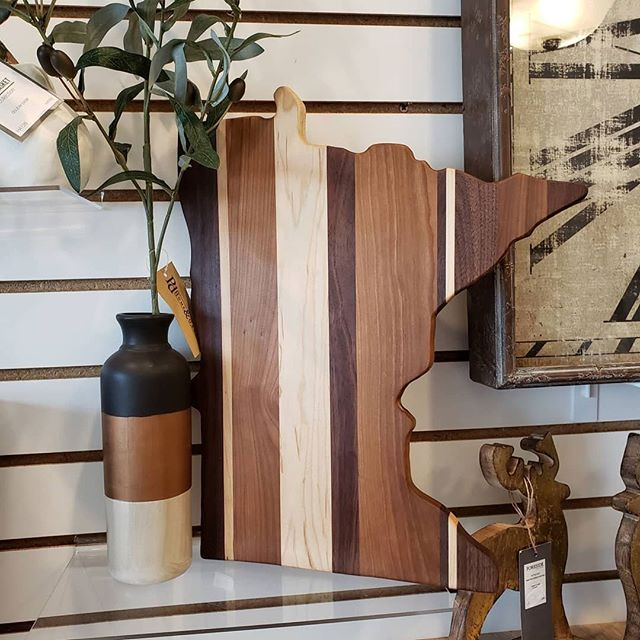 One of our favorite accents for fall is our Mason Black Top Vase - spotted at @havenandhomeshop, we love how they paired it with mixed woods as well at our (versatile) Mango Wood Deer from our holiday collection and our Mountain Time Clock! Looking beautiful! 🍂 😍⠀ .⠀ .⠀ .⠀ .⠀ .⠀ .⠀ #foresidehg #ivystonesocial #wholesale #interiordesign #HATtag #homedecor #decor #modernfarmhouse #boho #quality #handmade #shop #design #home #trends #color #instadecor #instahome #homeinspo #homestyle #photography #interiors #homedesign #display #design #retailer #showroom #fall #minnesota #havenandhomeshop