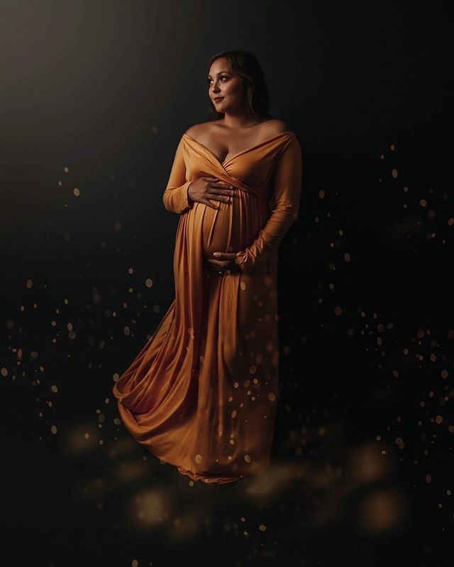 My first ever studio maternity session was TO. DIE. FOR. Not only was this mother stunning but just look at this. I keep staring at this image and can't believe that I took it. 😍😍 Okay.. I know that sounds so conceited but when you are an artist and nail something.. you have a great feeling of accomplishment 😂😂. . . . #norfolkmaternityphotographer #vabeachmaternityphotographer #hamptonroadsmaternityphotographer #norfolkphotographer #studiomaternity