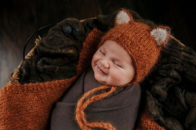 This sweet little fox was giving me all of the gassy smiles today during his in home newborn session!