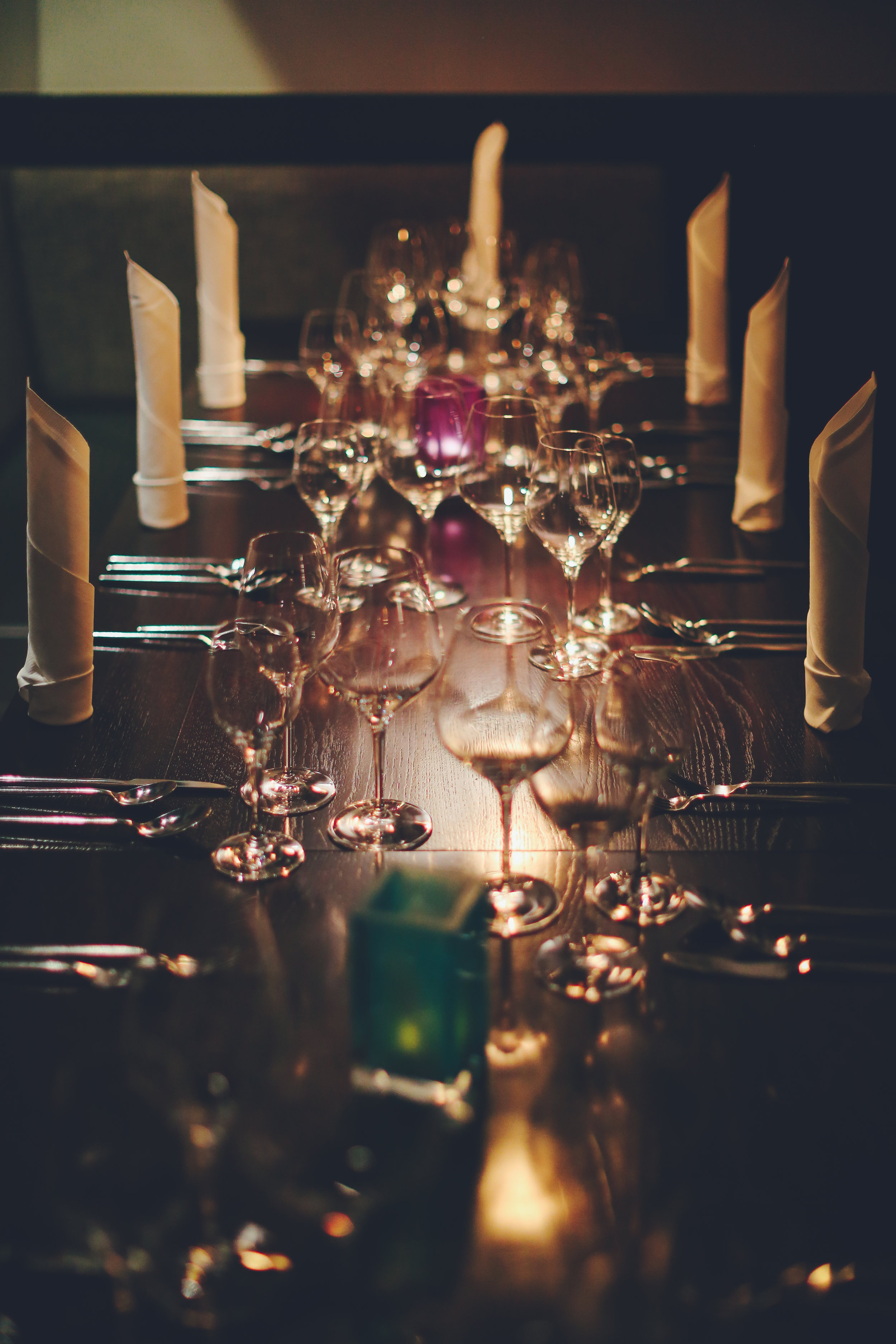wijn-spijsevents - Heerlijke gerechten, mooie bijpassende wijnen, lange tafels vol met gezellige en bourgondische mensen, dat zijn de ingrediënten van de wijn-spijsevents van Cecile.wine.Meerdere keren per jaar organiseer ik in samenwerking met speciaal geselecteerde restaurants een wijn-spijsavond. We kiezen telkens voor een thema en serveren dan een mooi menu met bijpassende wijnen.Houd de agenda in de gaten en mis geen enkel event!