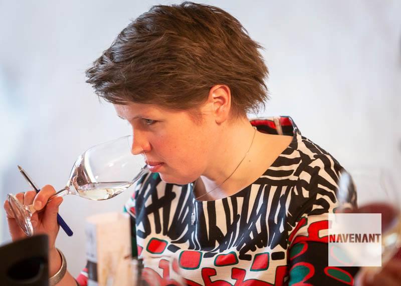 Cecile.wine - nieuws - Navenant Aspergewijnverkiezing -  Cecile beoordeelt de wijn
