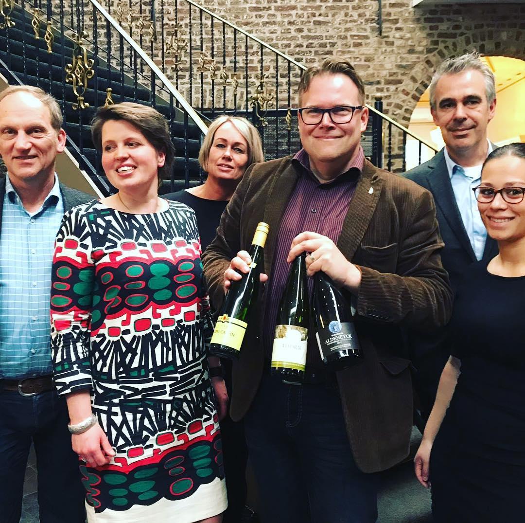 Cecile.wine - nieuws - Navenant Aspergewijnverkiezing -  juryfoto met winnende wijnen