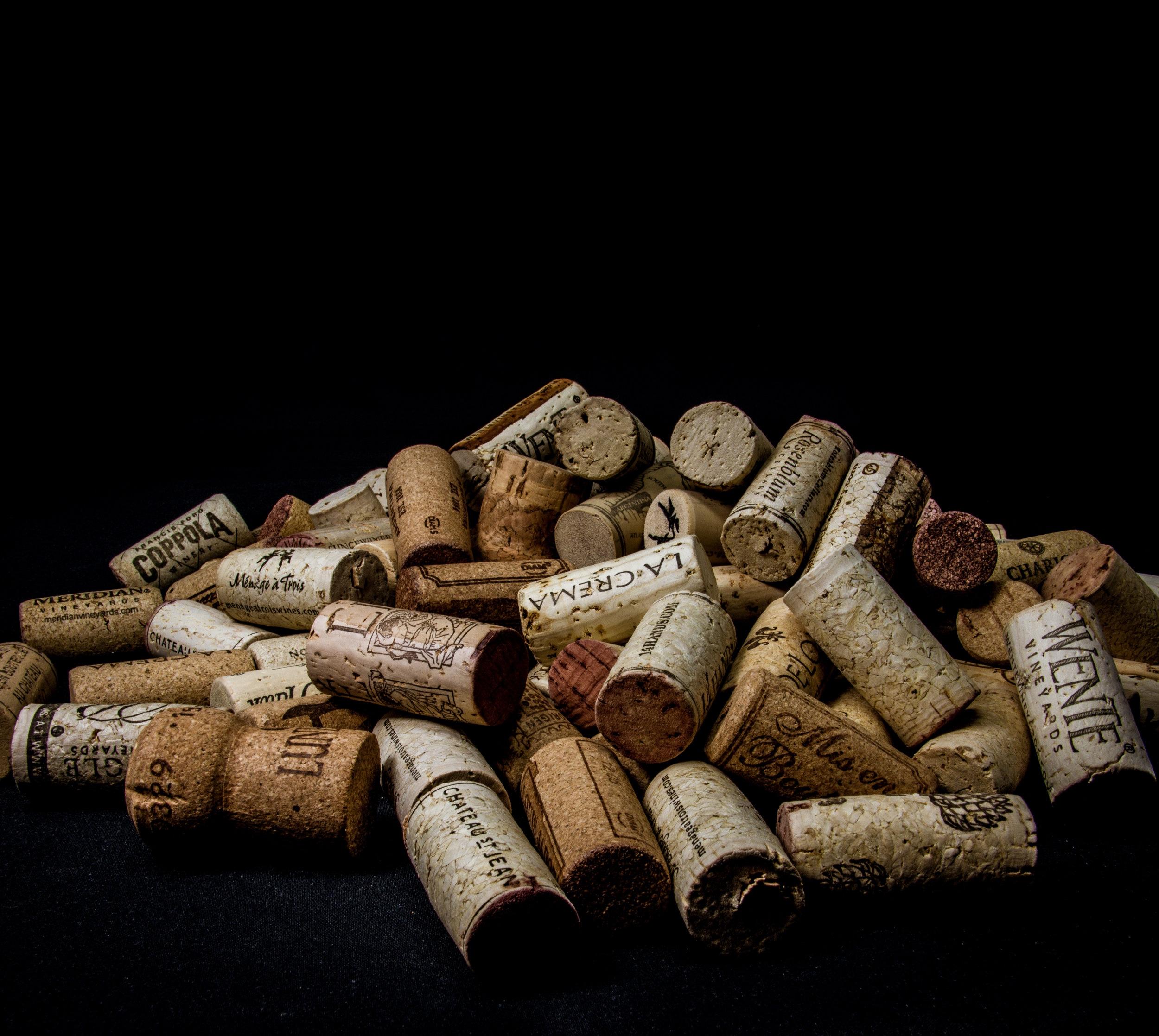 Maatwerk - Een begeleide proefavond met uw wijnclubje, een thema-avond op een personeels- of familiefeest, een wijntraining voor horecapersoneel, een wijn-spijsavond in een bepaald thema, … Cecile.wine is hét adres voor alles wat met wijn te maken heeft.Als ervaren (wijn)docent met de titels DipWSET en Register Vinoloog achter mijn naam kan ik op elk niveau en over elke wijn een interessante wijnworkshop te verzorgen. Ik stel graag op basis van uw specifieke wensen een passende wijnworkshop voor u samen.