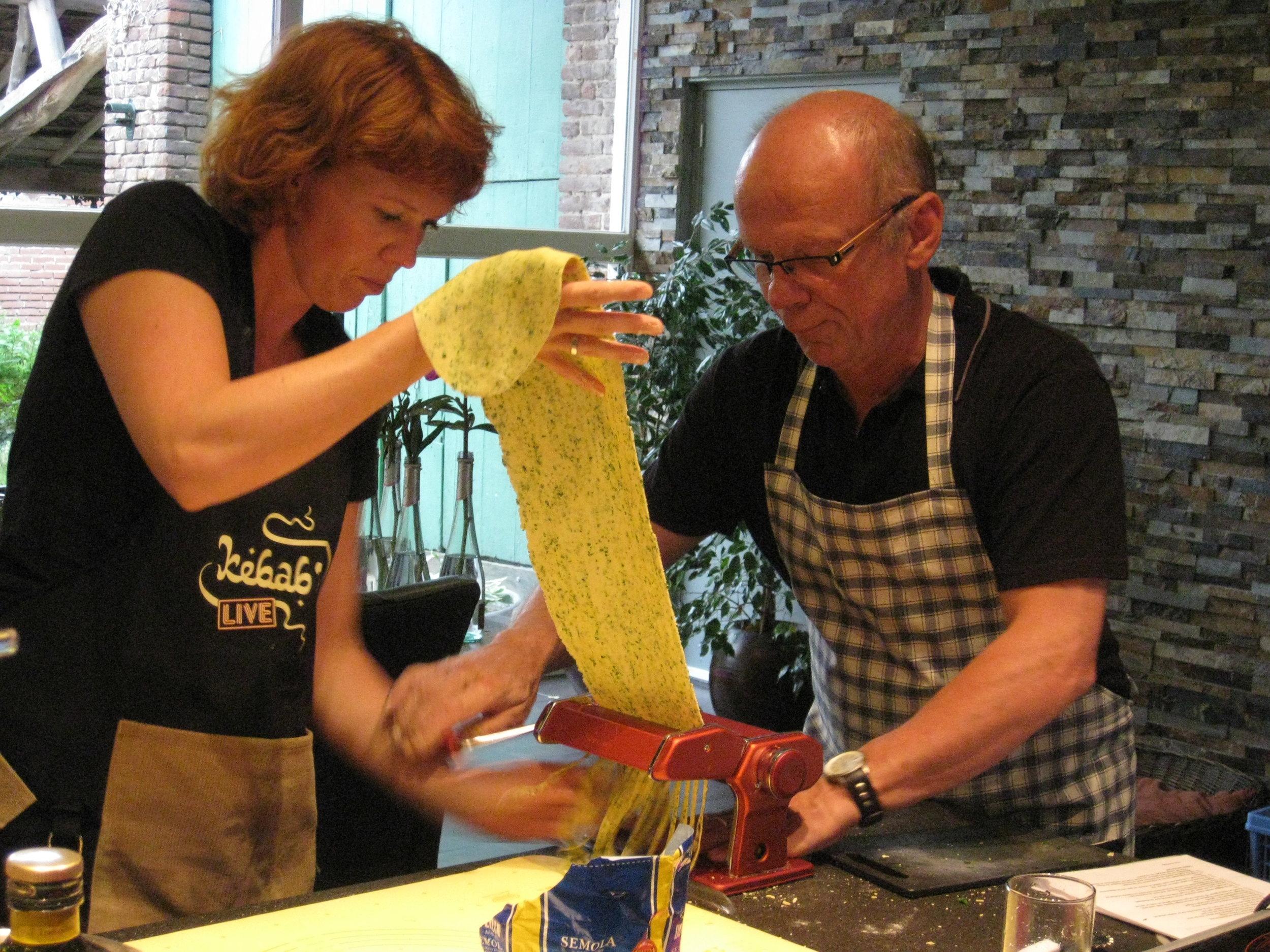Cecile.wine - kookworkshop - Pasta - pastadeeg draaien