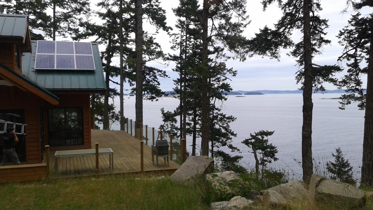 Off-Grid-Sidney-Island-BC-2.jpg
