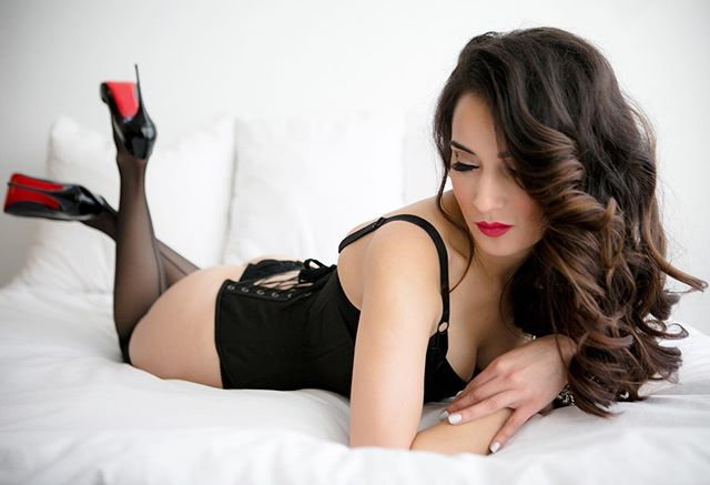 Treat YO self..... trust me you'll be happy you did! DM is for details on our boudoir marathon special