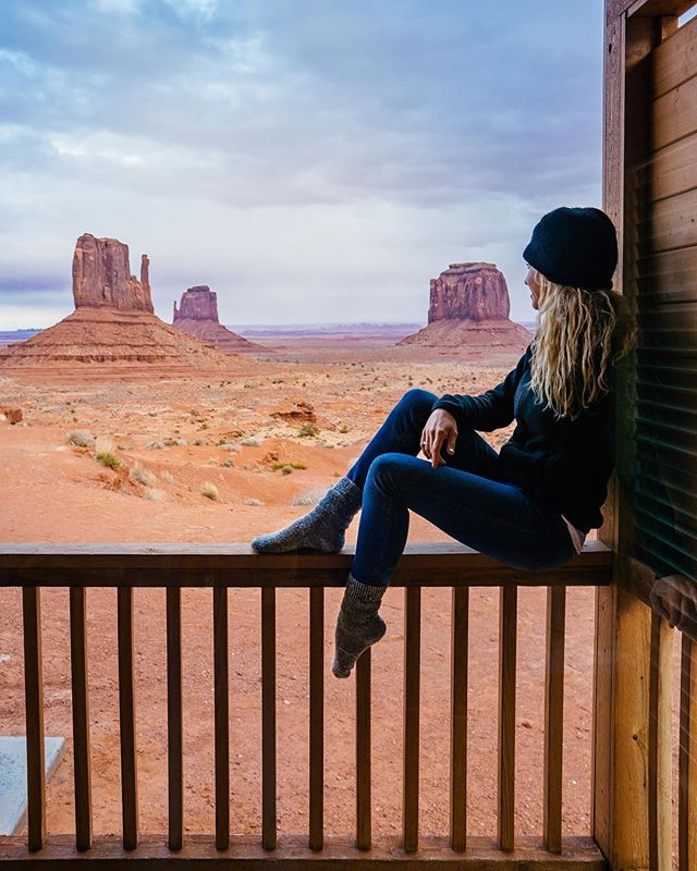 And right there in the middle of nowhere, lies a southwestern fairytale. 🐎 #MonumentValley