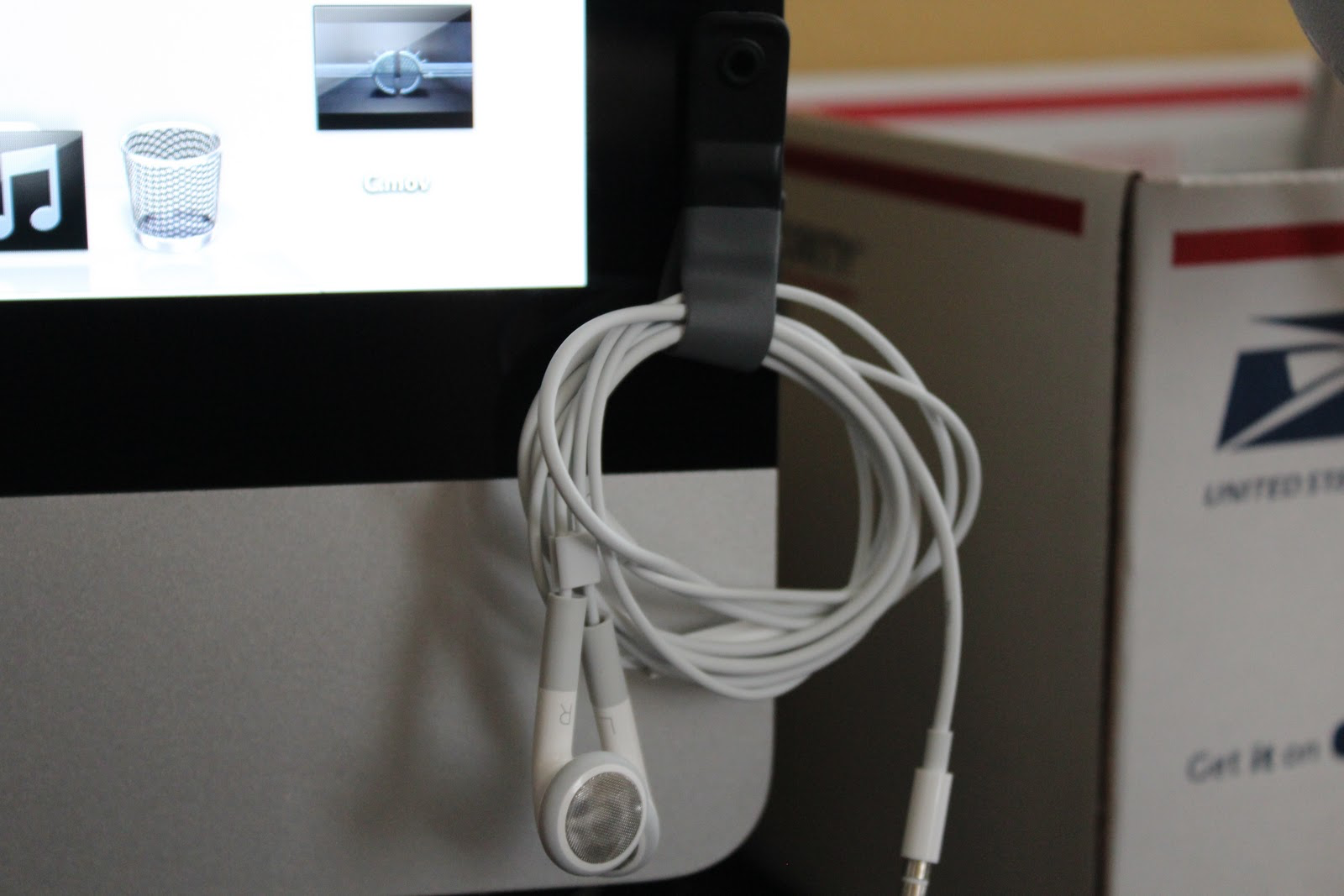 Earbuds accessory for Mac